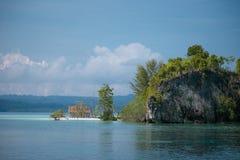 Bungalow em uma ilha tropical do deserto Foto de Stock Royalty Free