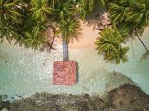 Bungalow i den tropiska ön Fotografering för Bildbyråer