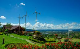 Bungalow mit wilder Turbine stockfoto