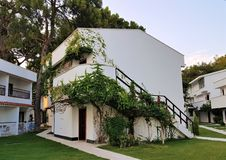 Bungalow no hotel de família, Kemer, mar Mediterrâneo fotografia de stock royalty free