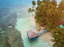 Bungalow på den karibiska ön Royaltyfri Foto