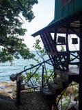 Bungalow pelo mar imagem de stock