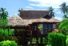 Bungalow tradicional da praia imagens de stock