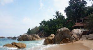 Bungalow tropicale in spiaggia di paradiso Immagine Stock