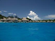 Bungalowe auf Bora Bora Insel Stockfoto