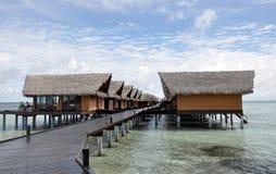 bungalower över det tropiska havet Arkivfoton