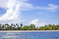Bungalows auf Haad Sivalai setzen auf Mook-Insel auf den Strand lizenzfreie stockfotos