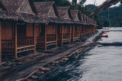 Bungalows de Floatting em Khao Sok fotografia de stock royalty free