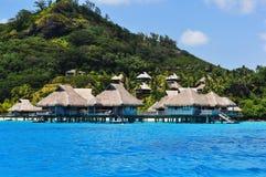 Bungalows de Overwater em Bora Bora fotos de stock