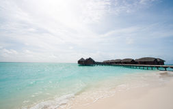 Bungalows de Overwater nos Tropics Foto de Stock Royalty Free