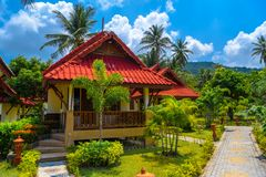 Bungalows with red roof, Haad Yao beach, Koh Phangan island, Sur stock photos