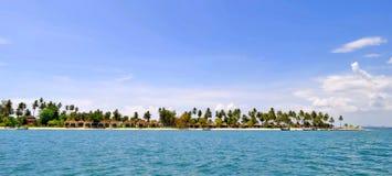 Bungalows am Tipp von Haad Sivalai setzen auf Mook-Insel auf den Strand stockfoto