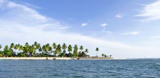 Bungalows am Tipp von Haad Sivalai setzen auf Mook-Insel auf den Strand lizenzfreie stockfotos