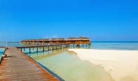 Bungalowwen op het tropische eiland van de Maldiven royalty-vrije stock foto's