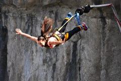 Bungee skoki, ekstremum i zabawa sport, obrazy royalty free