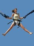 Bungee van het meisje het springen Stock Afbeeldingen