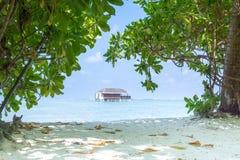 Bunglow de Overwater en un centro turístico en Maldivas Imagenes de archivo