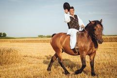 Bunjevac skicklig ryttare som bär den traditionella dräkten i vojvodinaen, Serbien Royaltyfria Bilder