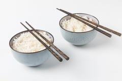 Bunkar av smakliga ris med pinnar Royaltyfria Foton