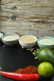 Bunkar med olika typer av ris, grönsaker och kryddor kopierar s Fotografering för Bildbyråer