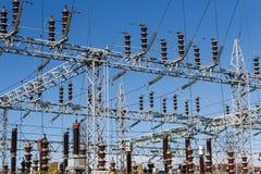 Bunkar på den Electric Power växten fotografering för bildbyråer