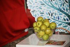 Bunke av äpplen Arkivfoto