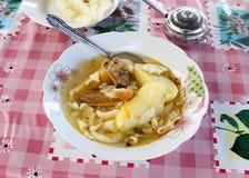 Bunke av feg soppa med potatisar Royaltyfri Foto