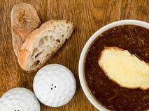 Bunke av fransk löksoppa med rostat bröd och smältt ost Royaltyfria Foton