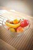 Bunke av frukt på tabellen Royaltyfria Foton