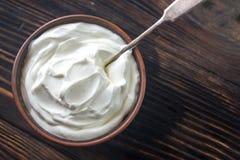 Bunke av grekisk yoghurt arkivbild