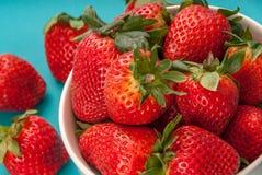 Bunke av jordgubbar Arkivfoton