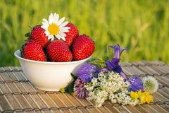 Bunke av jordgubbar Royaltyfri Fotografi