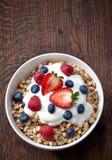 Bunke av mysli och yoghurt Royaltyfria Foton