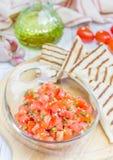 Bunke av ny hemlagad salsa med quesadillaen royaltyfria bilder