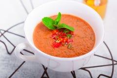 Bunke av ny tomatsoppa Gazpacho Royaltyfria Bilder
