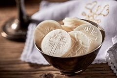 Bunke av sakramentalt bröd för nattvarden Arkivbild