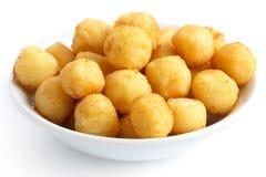 Bunke av stekte små potatisbollar Arkivbilder