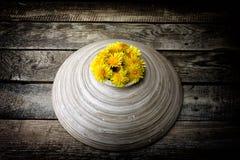 Bunke med blommor Royaltyfri Bild