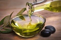 Bunke med olivolja royaltyfri bild