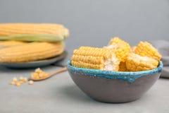 Bunke med smaklig majs arkivbild