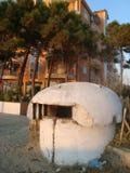 Bunker bij het strand in het bedluifel van Durres/van Albanië Stock Foto's
