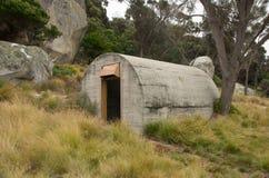 Bunker della seconda guerra mondiale, isola del Flinders, Tasmania, Australia Fotografia Stock