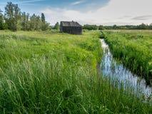 Bunker in der Landschaft nahe Utrecht, die Niederlande Stockbild