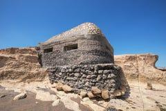 Bunker för världskrig II i stranden för El Medano, Tenerife, kanariefågelö, Spanien Royaltyfri Fotografi