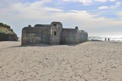 Bunker i sanden: Fördärvar av en atlantisk väggbunker, Danmark, Europa Arkivbild
