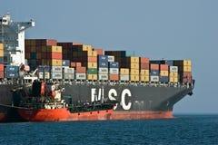 Bunkering-Tanker Langeree-Containerschiff MSC Joanna Primorsky Krai Ost (Japan-) Meer 01 08 2014 Lizenzfreie Stockfotografie