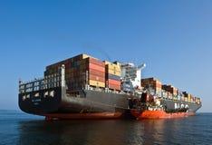 Bunkering-Tanker Langeree-Containerschiff MSC Joanna Primorsky Krai Ost (Japan-) Meer 01 08 2014 Lizenzfreies Stockfoto