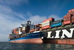 Bunkra aphroditen för skepp för tankfartygOstrov Russkiy behållare NYK Nakhodka fjärd Östligt (Japan) hav 17 09 2015 royaltyfri fotografi