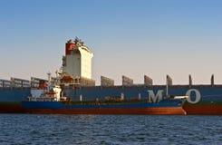 Bunkra för öbehållare för tankfartyg rysk företag för skepp MOL Nakhodka fjärd Östligt (Japan) hav 31 03 2014 Royaltyfri Fotografi