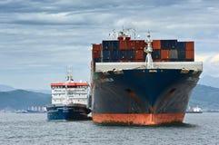Bunkra för CMA för skepp för tankfartygZaliv Nakhodka behållare marlinen CGM Nakhodka fjärd Östligt (Japan) hav 02 08 2015 Royaltyfri Fotografi